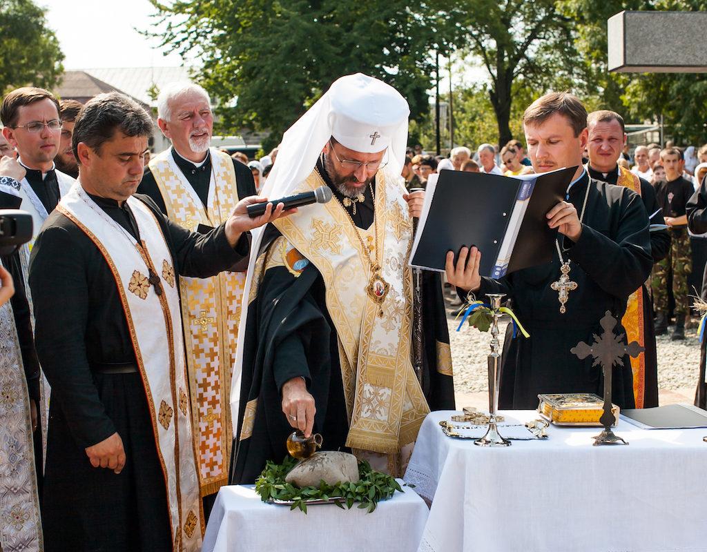 благословення наріжного каменя церкви1