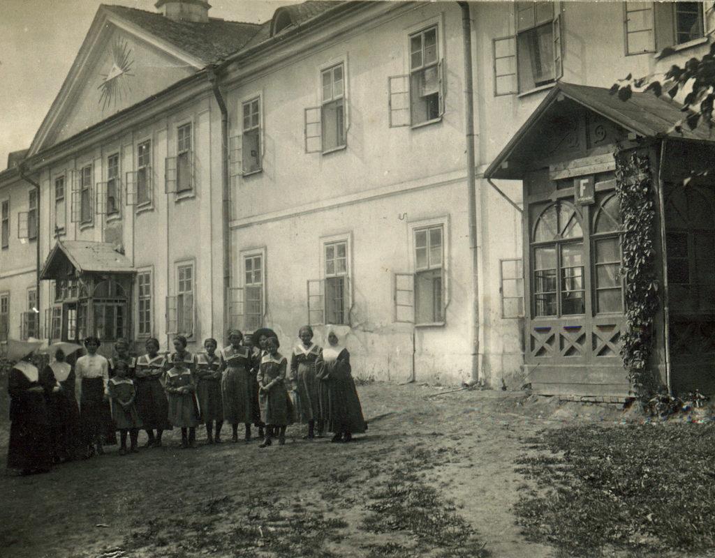 01 Монастир Сестер Святого Вінкентія, 1842 1944